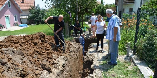 БОЛЕЧ: У улици Павла Николића ради се 360 метара канализационе мреже