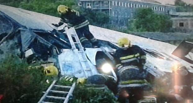 Teška nesreća kod Bubanj potoka: Prevrnuo se autobus, jedna osoba poginula! Među povređenim 10 dece!