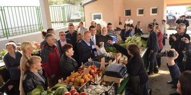 KALUĐERICA: Danas otvorena prva zelena pijaca (FOTO+ VIDEO)