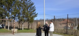 Ради се осветљење у школском дворишту у Живковцу
