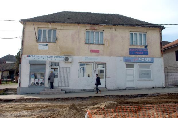 Kuća u kojoj su smešteni gotovo svi gročanski stranački odboriFoto N. Skenderija
