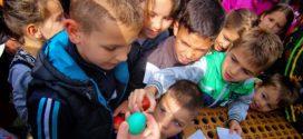 VASKRS U GROCKOJ: Takmičarsko druženje za najmlađe u porti crkve Svete Trojice