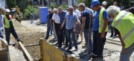 Председник Симоновић обишао радове на реконструкцији канализационе и водоводне мреже у Калуђерици и Лештану