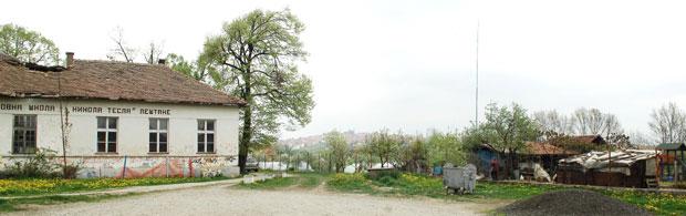 Imanje Krstića je tik uz školu / Foto Predrag Mitić